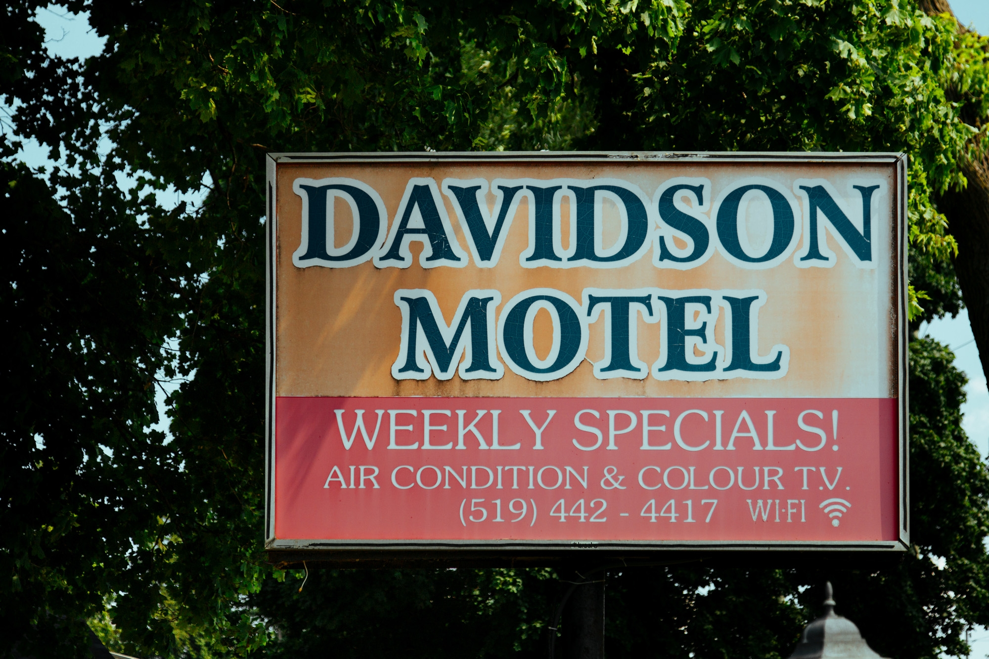 The remaining Davidson Motel sign